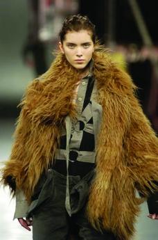巴黎2004男装冬季发布会0295