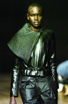 伦敦2004女装秋冬新品发布会0231
