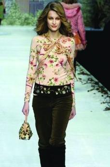 米兰2004女装秋冬新品发布会0188